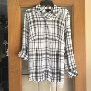 NWOT a Pea in the Pod maternity button down